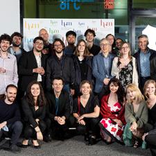 Les étudiantes et étudiants de la HEM site Neuchâtel posent pour la photo après avoir reçu leur diplôme