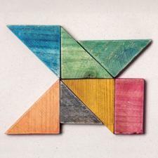 Pièces de puzzle de différentes couleurs, s'emboitant les unes aux autres