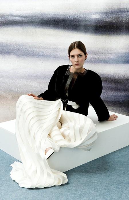 Le Grand Prix du Jury Première Vision a été attribué à Vanessa Schindler au  Festival d Hyères 1a103854a5f6