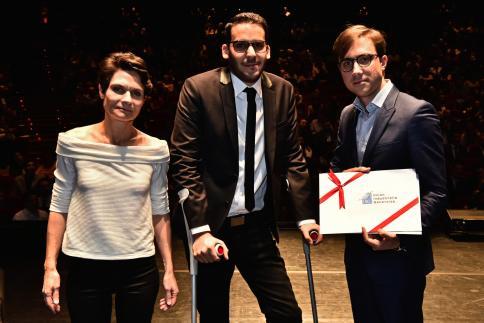 Bruno Patricio reçoit le Prix UIG, remis par Pierre-Alexandre Prévost, coordinateur de projets Industrie & Innovation.