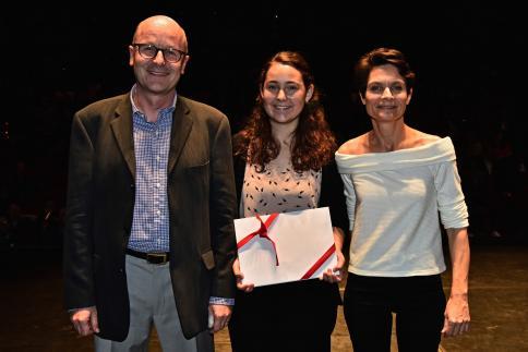 Lauranne Toth reçoit le Prix CLP, remis par Michel Gorin, vice-président du groupe romand de la CLP.