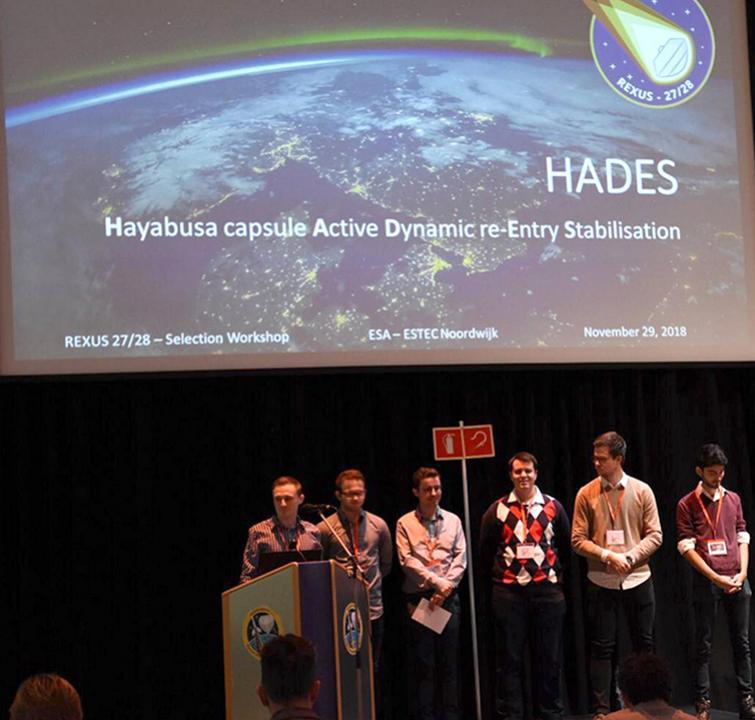 Nos étudiant au siège de l'ESA pour présenter HADES