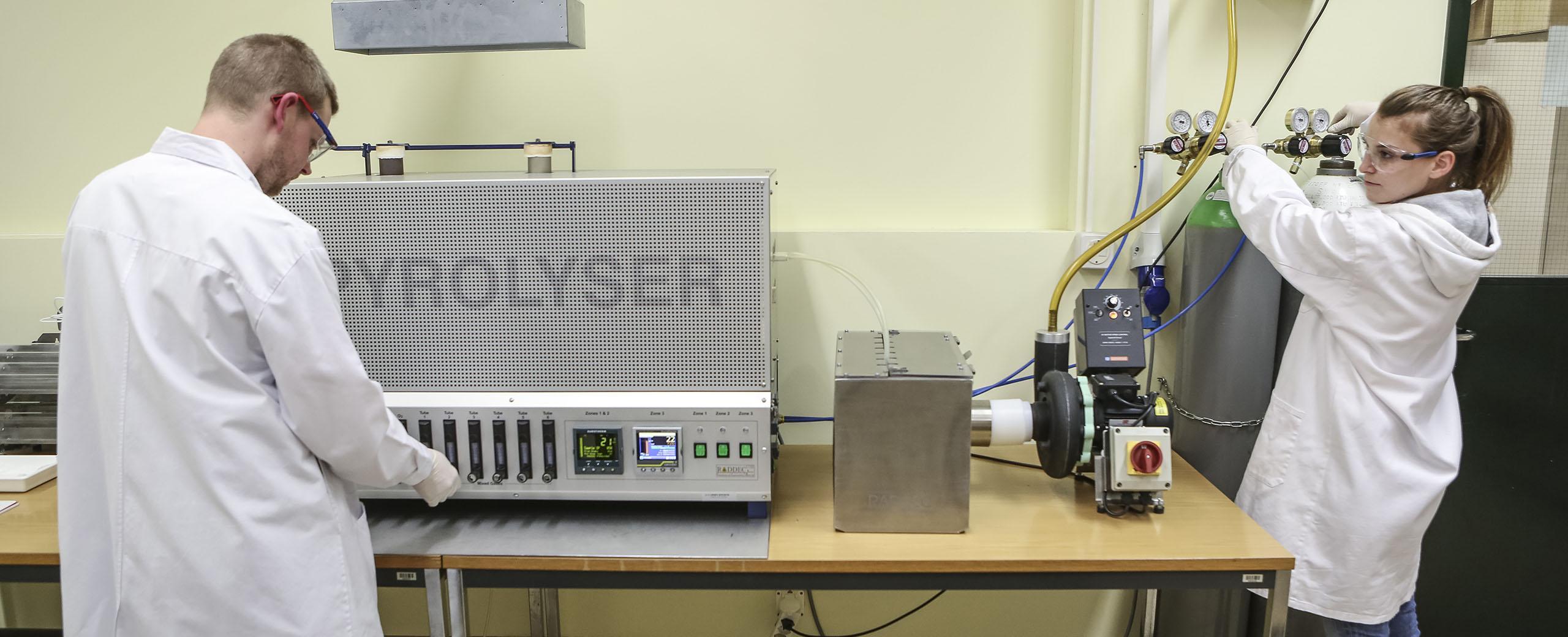 pyrolyse d'échantillons pour l'analyse par spectrométrie béta